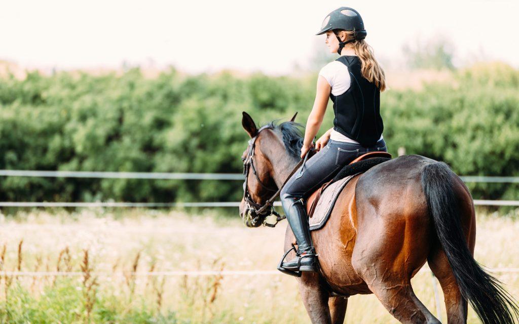 Femme sur son cheval