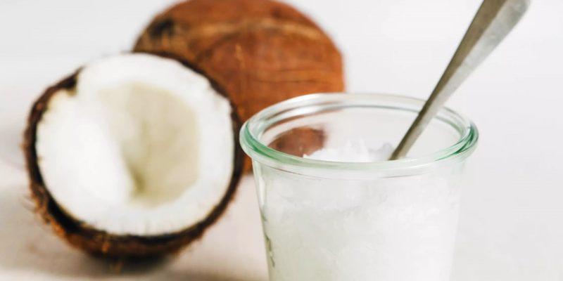 10 utilisations de l'huile de coco sur nos chiens