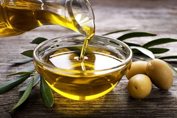 Huile d'olive pour chien : conseils d'utilisation et bienfaits