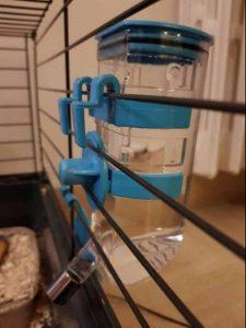 réserve d'eau pour lapin en cage